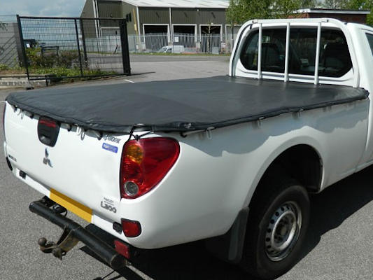 Soft tonneau cover on L200 single cab