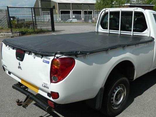 Soft tonneau cover on L200 single cab